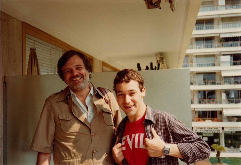George A. Romero and Sam Raimi at the Cannes Film Festival, 1982. https://t.co/5O9aC3J320 https://t.co/zg8NqiQlzE
