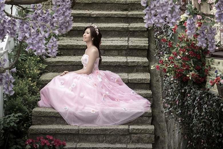 Terminally ill Taiwanese woman fulfils wedding photo shoot dream - alone