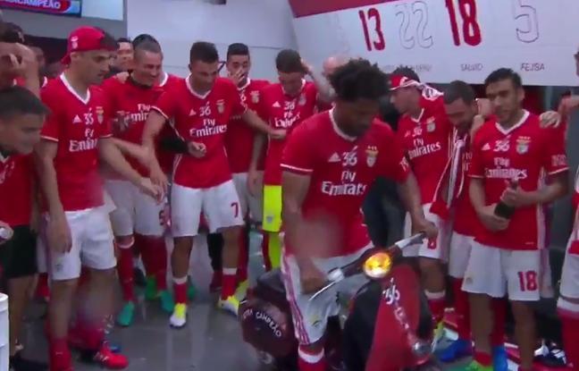 VIDEO. Portugal: Eliseu fait le fou sur son scooter pour célébrer le 36e titre de Benfica