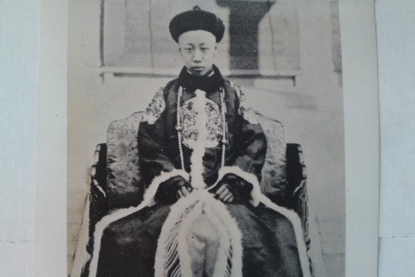 Feb 12, 1912 End of the Qing Dynasty. Court issues abdication edict on behalf of Emperor Puyi ending imperial era. https://t.co/Tl8MM4oEGm