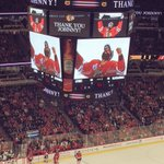 Huge ovation from fans at the @UnitedCenter for Johnny Oduya.   Welcome back, friend. https://t.co/6hWBnOX2ks