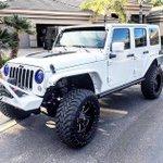 Black on white Jeep ???? https://t.co/xQRQMjEwJo