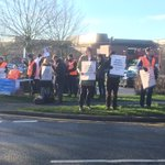 Junior docs on strike outside Lincoln County Hosp. Across three ULHT hospitals, 10 ops & 250 appointments cancelled. https://t.co/KzYYUExx9v