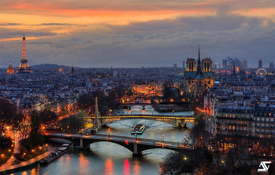 Bridges of Paris, France | Photography by ©Anthony Gelot https://t.co/r42TN8iaca