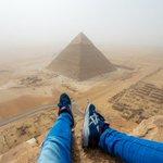Вид с пирамиды хеопса  Из за этого снимка, парень получил пожизненный запрет на въезд в Египет, но оно того стоило https://t.co/4KSxz1GPIz