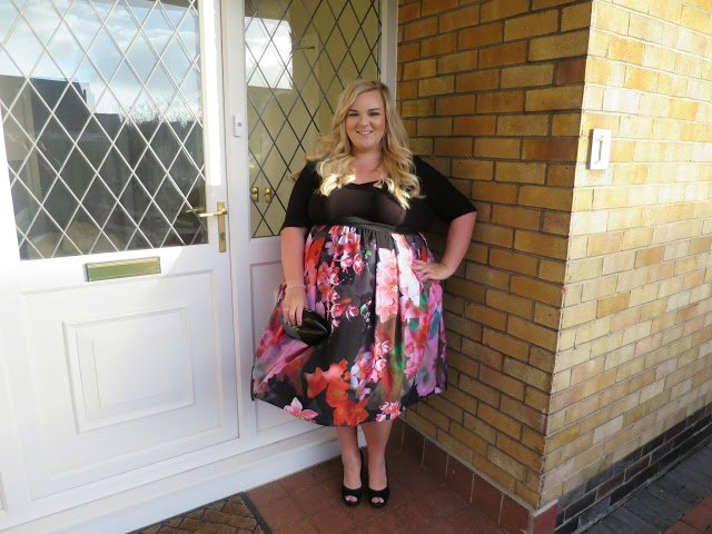 Want to #WIN a @ScarlettandJo dress, enter my #giveaway https://t.co/djpCgyRCZy Ends 24.02 #RT https://t.co/ZssG06UaO8