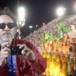 No Sambódromo, Tim Burton diz que odeia o Oscar: Estou me lixando. https://t.co/4UWkuLAoXs https://t.co/Q58s3VUrsI