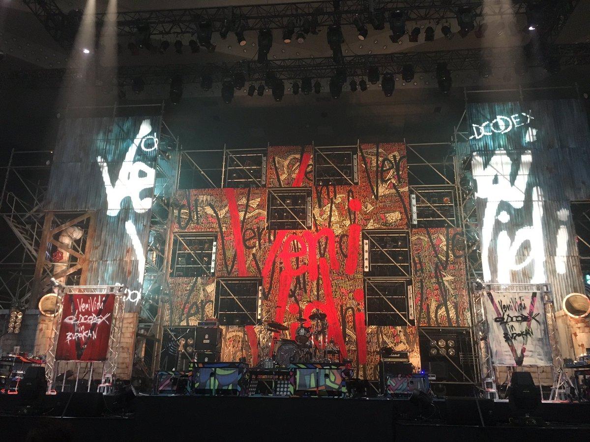 OLDCODEX、武道館ライブ参戦してきました! アリーナセンターブロック4列目とか神過ぎる席でした♡  はぁ〜…余韻に浸る。 https://t.co/ajAVuVT78Q