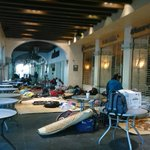 Integrantes del #COOA se instalan en planto frente a restaurantes ubicados en los portales del Zócalo #Oaxaca https://t.co/DrpsQRtflk