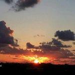 غروب شمس اليوم من مدينة خانيونس جنوبي قطاع غزة. تصوير حسن اصليح https://t.co/m72klaXVK7