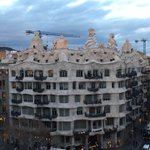 En #Barcelona no se decide a llover! #LaPedrera #Gaudí https://t.co/vFVvGGKTpT