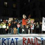 """Manifestación en Barcelona de apoyo a los titiriteros: """"Menos toreros y más titiriteros"""" https://t.co/1yrTw6aZpj https://t.co/4rWQFWQEtz"""
