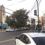 """Semáforo de calle copiapo con o""""higgins @info_antof caído a mitad del poste #Antofagasta https://t.co/BsEOIrBobx"""