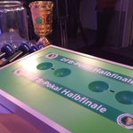 Direkt im Anschluss an #BOCFCB wird übrigens das #Halbfinale ausgelost - mit @handballwolff. #dfbpokal #berlin2016 https://t.co/pnVAcHClXh