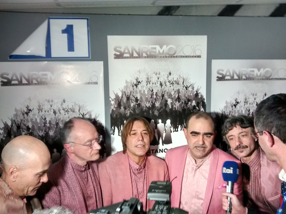 In rosa per #vincerelodio https://t.co/332tUnKi9m