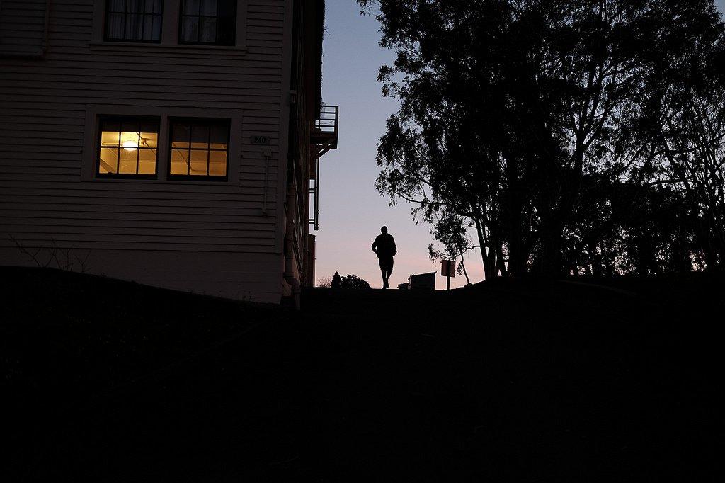 """Twilight Run"" #streetphotography https://t.co/54tP7eckBn"