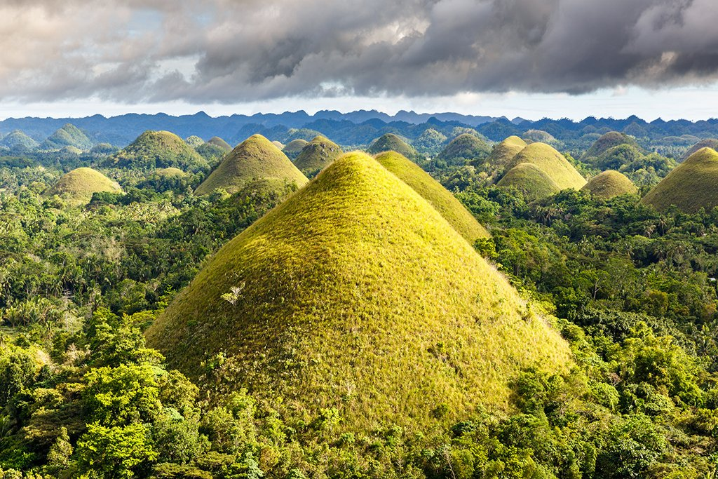 Chocolate Hills in Bohol, Philippines | Photography by ©Loïc Lagarde https://t.co/H4i1Db9fpF