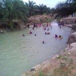 Siapa sangka dalam ladang kelapa sawit ada tempat mandi ? Sunwit Paya Biru Water Park Lokhengeles di Johor https://t.co/XVXu7cpFBY