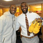 Kobe Bryant signs and gives his kicks to LeBron James. Real recognize real. #Respect #KB20 https://t.co/1j4e3HaMXw