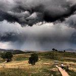Running home before the #thunderstorm #MtTaylor #Canberra @666canberra @VanessaOHanlon @WeathermanABC @kumitaguchi https://t.co/LGW1yarPES