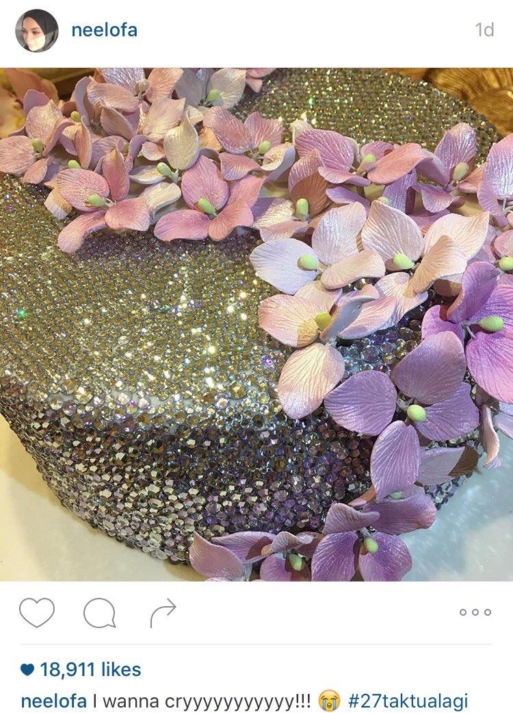 Swarovski cake untuk Neelofa which cost RM6K uols. Menangis nak makan. https://t.co/DagFVNhRix