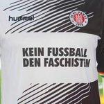 """MUY GRANDES. El St. Pauli jugará con esta camiseta: """"FÚTBOL SIN FASCISTAS"""". https://t.co/4JecPF7o2c"""