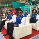 Owner of @KarachiKingsARY @Salman_ARY viewing the match against @PeshawarZalmi with family https://t.co/kReb9tgTyA