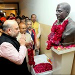 BJP President Shri @AmitShah paying floral tribute to Pt. Deen Dayal Upadhyay ji on his punyatithi today at BJP HQ. https://t.co/ovr0bDychf