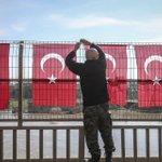 Cizre de terör örgütü PKKya yönelik operasyonun tamamlanmasının ardından güvenlik güçleri Türk bayrakları astı. https://t.co/nxFZ8wB866