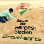 Tribute to #SiachenBravehearts #jaijawan , my sand art at #puribeach. R.I.P #Hanumanthappa ..... https://t.co/IDyaxjc3rb