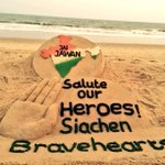 Salute to the #SiachenBravehearts.! Sudarsan Pattnaik tributes the Martyrs of Siachen with a Sand Art at #PuriBeach. https://t.co/1O5dK9OK48