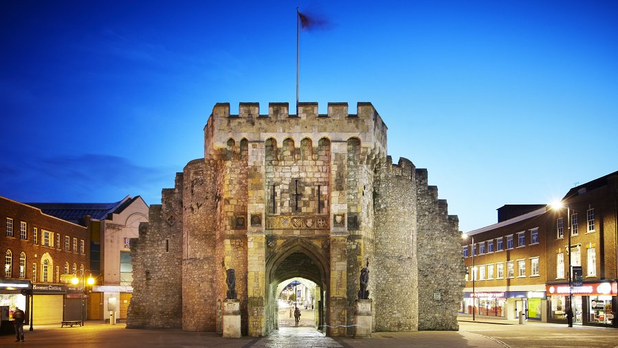 Restoration of Southampton's iconic Bargate will begin next month! https://t.co/itWzj4aabt https://t.co/ZqWORdHlj0