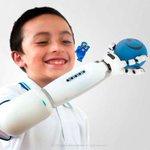 Prótesis de un brazo con piezas de Lego gana premio de innovación en Francia https://t.co/nwF5RTNbXK https://t.co/VVCZd4wVcs
