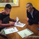 Agora é oficial, Robinho foi clicado assinando contrato junto ao nosso diretor de futebol. https://t.co/1vaXCw59gO
