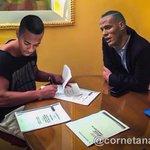 Robinho assina com o presidente do GALO. ???? https://t.co/rvIfLJEddi