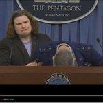 Video: General estadounidense se desmaya dando conferencia de prensa en el Pentágono https://t.co/YjCQKlysyl https://t.co/KTmQHFx2gV