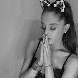 RT @crystalbocas: @ArianaGrande me praying for you to love me back https://t.co/J8WXr1CuNe