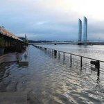 Alerte inondations : des routes et des écoles fermées ce vendredi à Bordeaux https://t.co/bTMOpbEIL8 #Bordeaux https://t.co/0ayIBW5LTq
