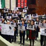 Diputados de Morena toman la tribuna por los asesinatos de periodista en Veracruz. (vía @JoseVictor_Rdz) https://t.co/Xo5hCf3GA5
