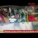 Sujetos armados se llevan a 4 jóvenes, en el Puerto de #Veracruz https://t.co/QGKqsJ6CeO @julioastillero @TuiteraMx https://t.co/bWifDNBcqU