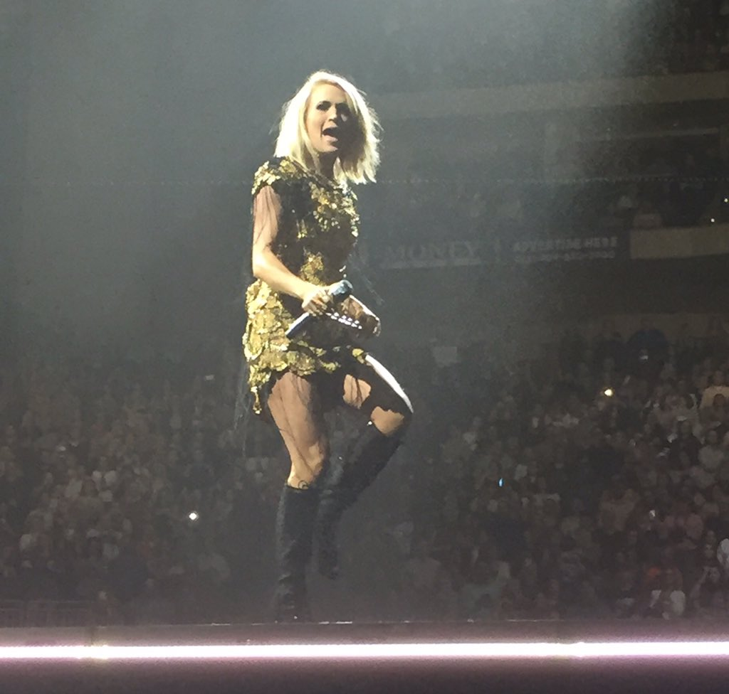 Oh my God. She's flawless. #StorytellerTour #CarrieUnderwood https://t.co/lH6E35PXk7