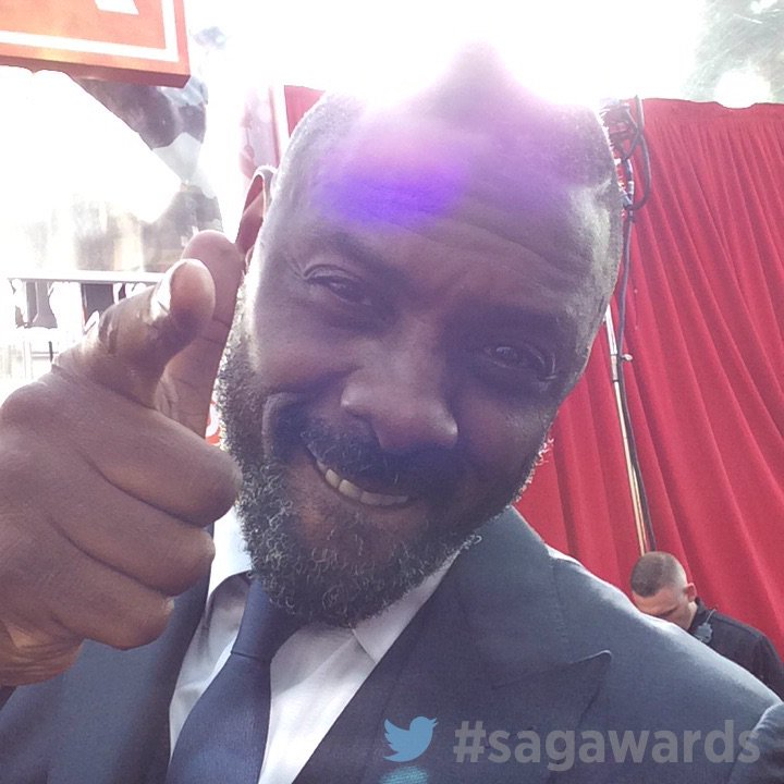 .@idriselba on the red carpet. #sagawards https://t.co/ig4tQ2DYn7