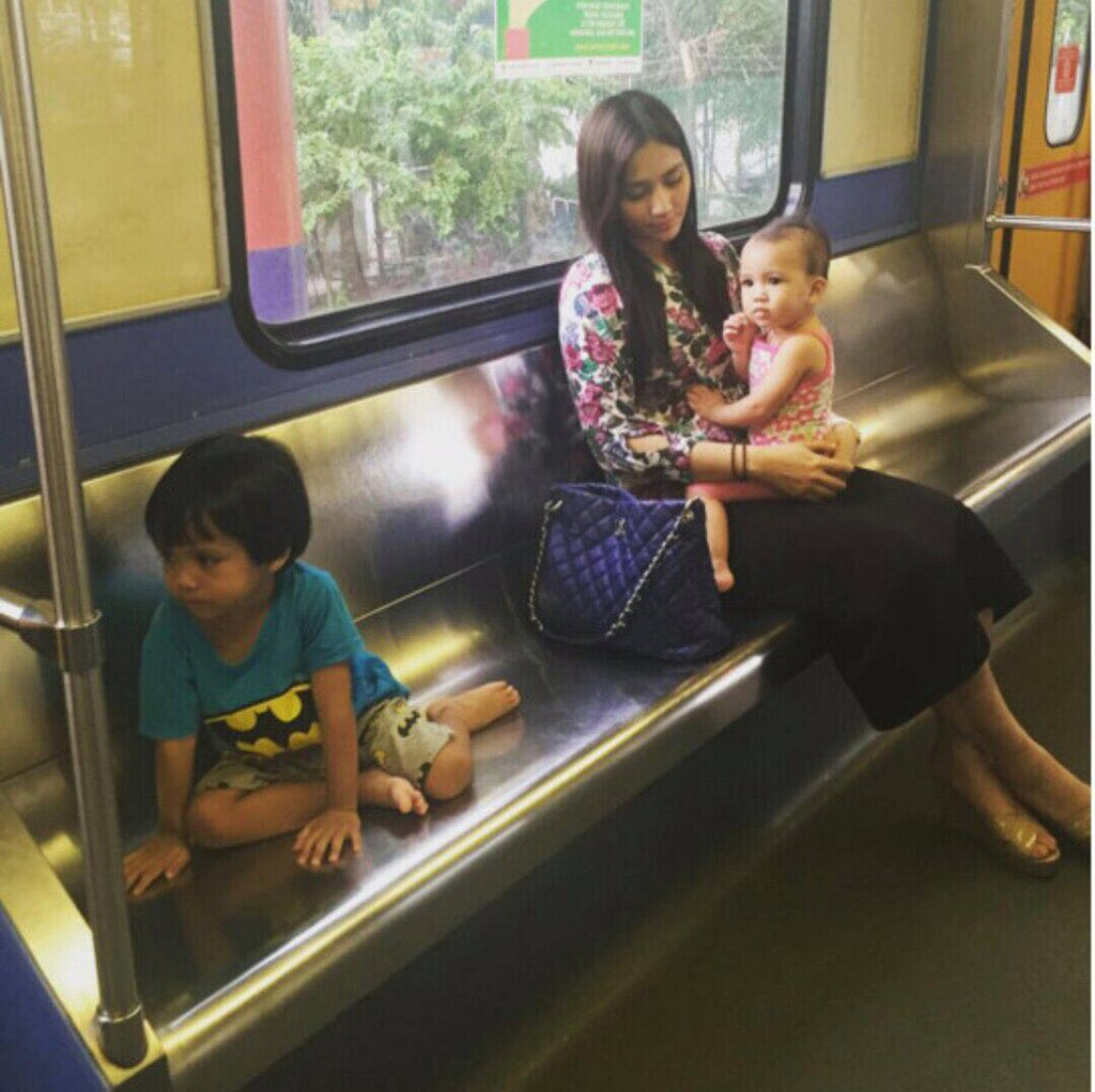 Kecoh pasal Fasha Sandha naik LRT, but she looked prettier than ever. There is beauty in sadness. https://t.co/SbtpUMzYi6