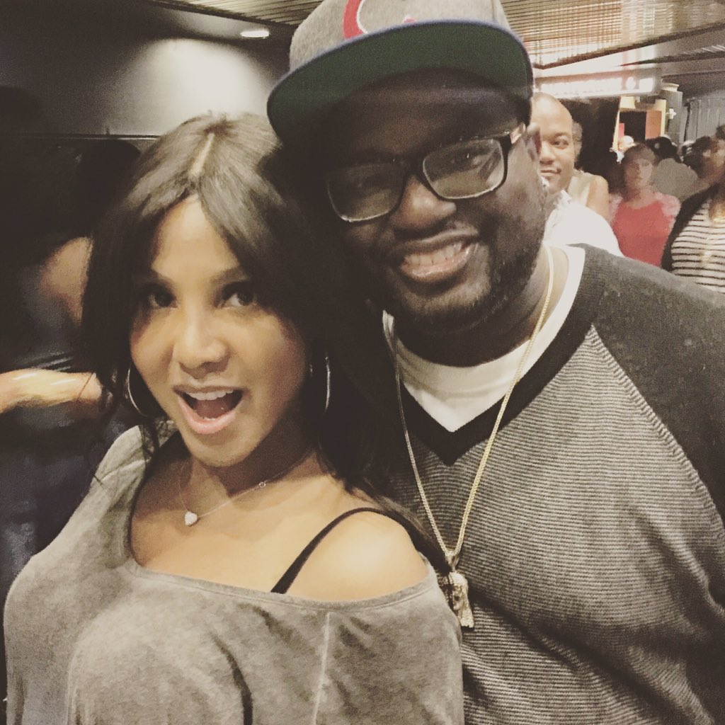Watched @tonibraxton Life Time movie UnBreak my heart and it was great... Great meeting u!!!!! #UnbreakmyHeart https://t.co/mcGSdfKUfL