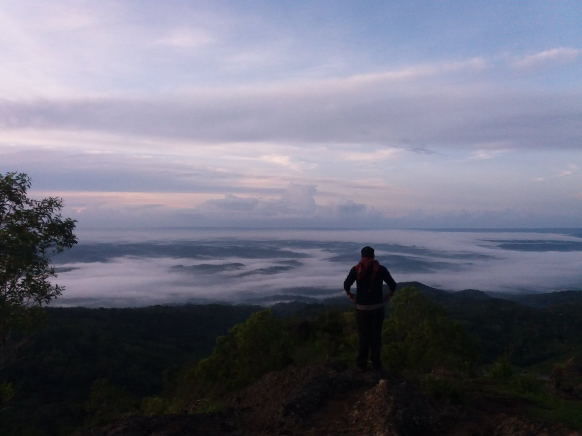 Walk in the clouds @GunungApiPurba #WatuBantal #TravelBlog #RuteBaru https://t.co/bUPQoxuq7I