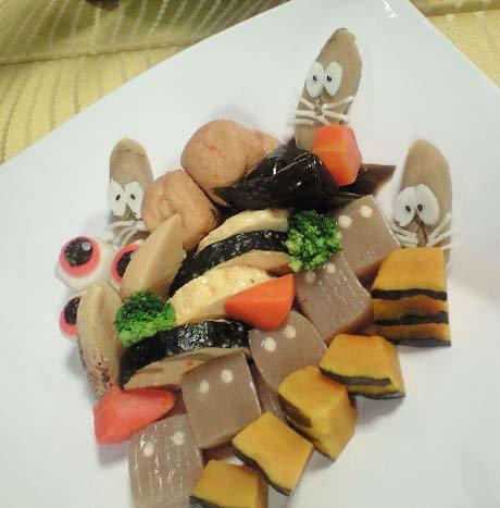 お煮しめにはねずみ男、ぬりかべ、そして鬼太郎のちゃんちゃんこ。 https://t.co/kew8LIRJCa