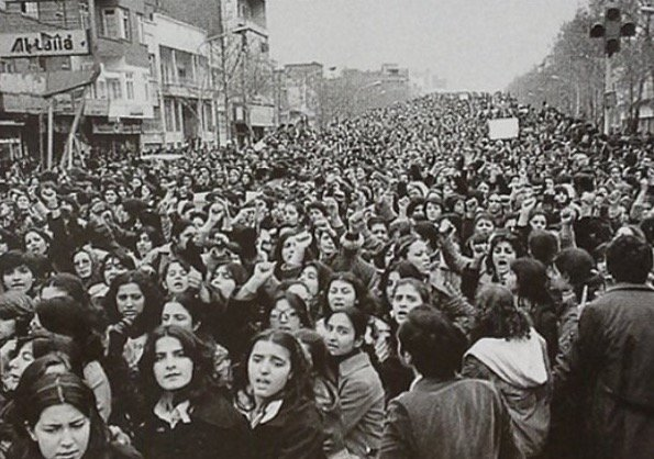 History: Women protesting the forced Hijab in Iran, days after the 1979 Revolution. https://t.co/XbEYSiLrMU