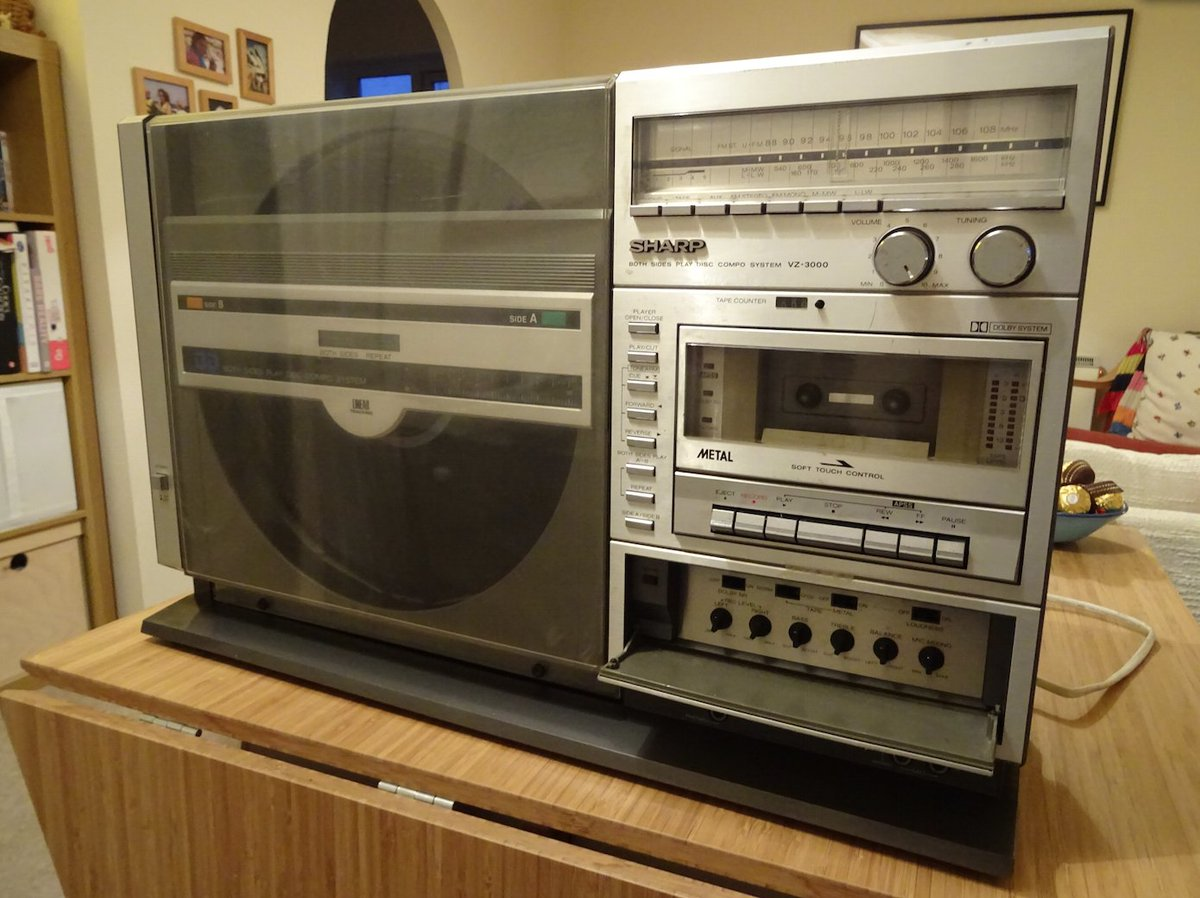 Twitter, in with my dad's things was this stereo with an upright record player! No idea if it still works! https://t.co/Hn0AfRczWv