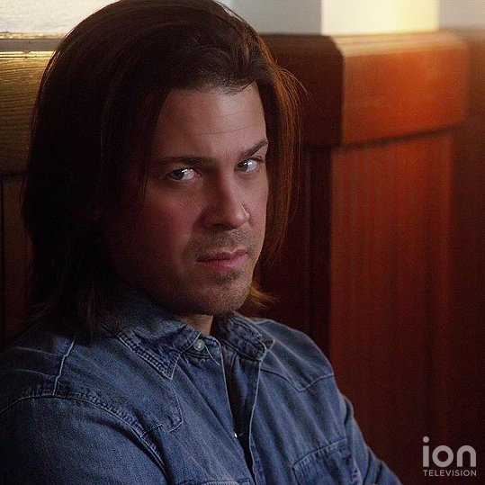 """Retweet if you are watching """"Leverage""""! https://t.co/bw8KLMPweJ https://t.co/b4V6TxRokv"""