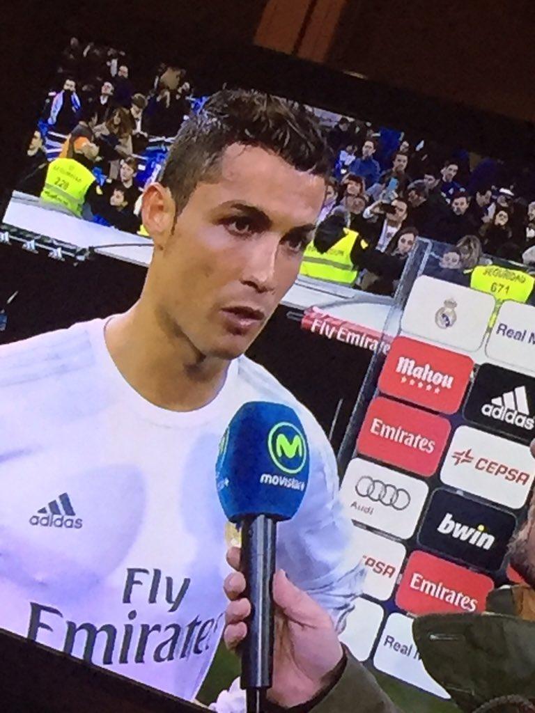 ¿Son ideas mias, o @Cristiano se delinea los ojos para salir al campo de juego?